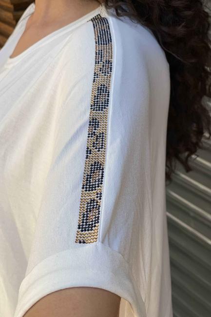 Figürlü Kristal Taşlı Leopar Desenli Kadın Penye - Ekru - Thumbnail
